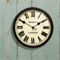 若手デザイナーのジム・リード、クロエ・マクドナルドによって設立されたイギリスの時計ブランド。