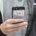 スマートフォンに貼付け可能なカードホルダー2色セット。