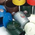 海外ではこういうスチール製のゴミ箱もスタンダード。