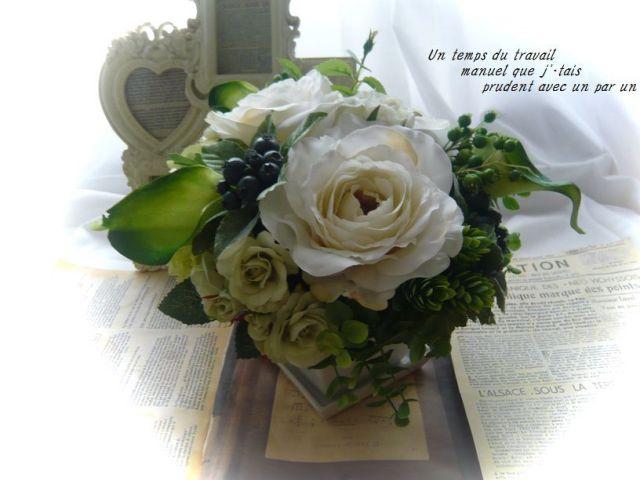 光触媒 高級造花 お皿付き陶器アレンジ ホワイト&グリーン四方見アレンジ【ar016】【ROMANTIC】【ロマンティック】