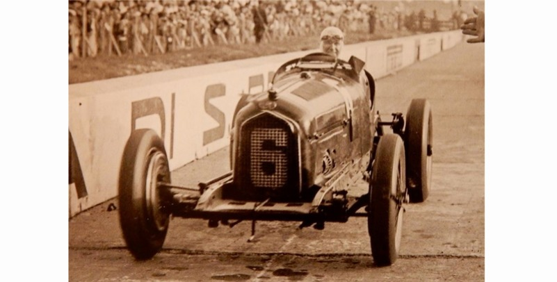 [予約] CMC 1/18 アルファロメロ P3 イタリア モンツァ GP 1932 No.6 カラチオラ ウィナー M-221