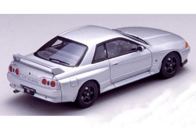 エブロ 1/43 ニッサン スカイライン GT-R R32 シルバー 43761