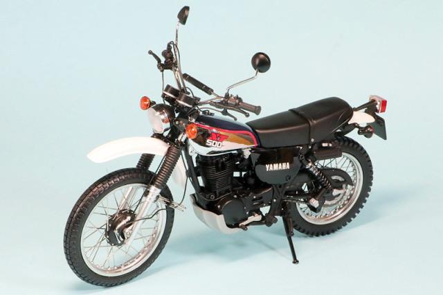 ミニチャンプス 1/12 ヤマハ XT 500 1986 ダークブルー/ホワイト 122163304