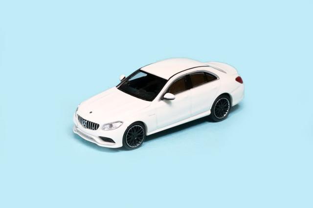 ミニチャンプス 1/87 メルセデス AMG C63 2017 ホワイト 870038100