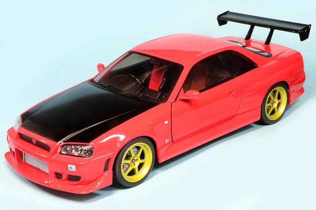 グリーンライト 1/18 ニッサン スカイライン GT-R R34 1999 レッド (LEDライト付) GL19052