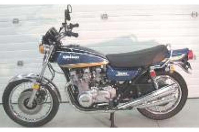 ミニチャンプス 1/12 カワサキ 900 Z1 スーパー4 1972 ペトロールブルー 122164102 122164102