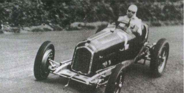 [予約] CMC 1/18 アルファロメロ P3 ドイツ GP 1932 No.2 カラチオラ ウィナー M-220