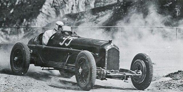 [予約] CMC 1/18 アルファロメロ P3 ドイツ クラウゼン GP 1932 No.95 カラチオラ ウィナー M-224