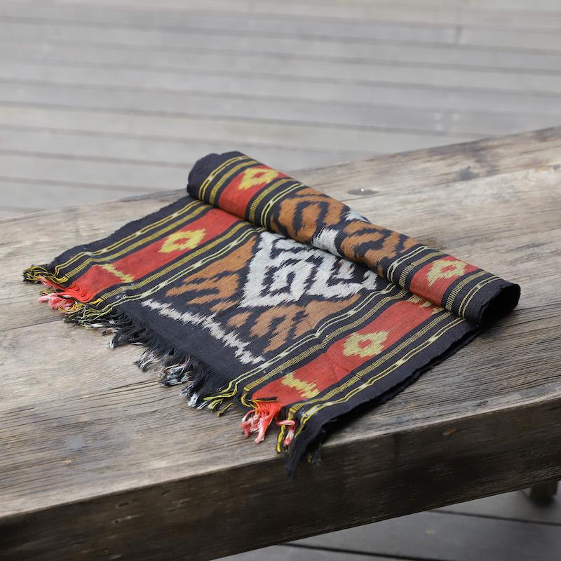 ジャワイカット(インドネシア絣・綿100%・機織り) (NRA932-04)  Rosily(ロージリー) バリ島 布 テーブルクロス