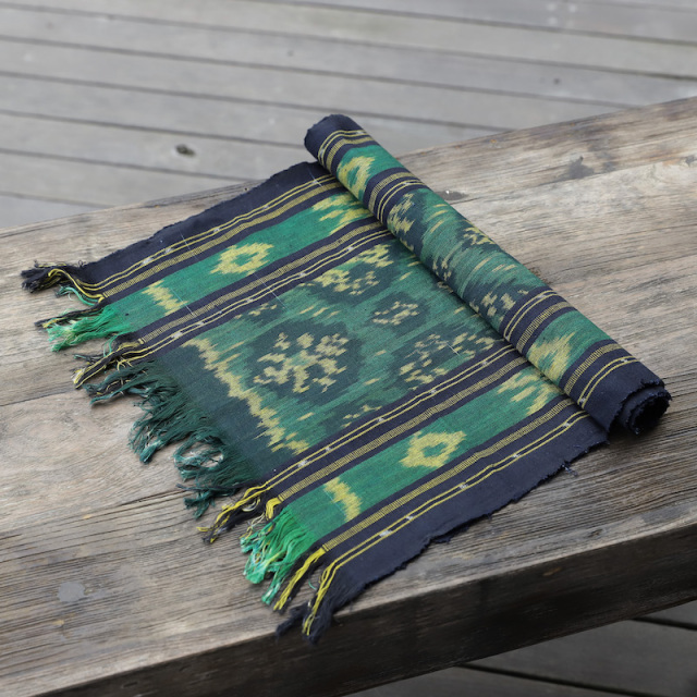 ジャワイカット(インドネシア絣・綿100%・機織り) (NRA932-02)  Rosily(ロージリー) バリ島 布 テーブルクロス