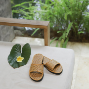 アタで編まれた素敵なサンダル (OPT960) Rosily(ロージリー) バリ島 アタかごバッグ 浴衣 着物 ビーチサンダル