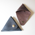 Roroma leather triangle coin case
