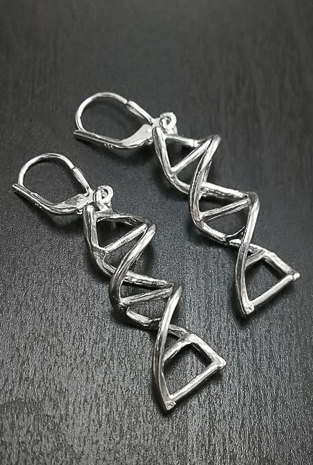 【サイエンスジュエリー】DNAピアス(DNA pierced earring)