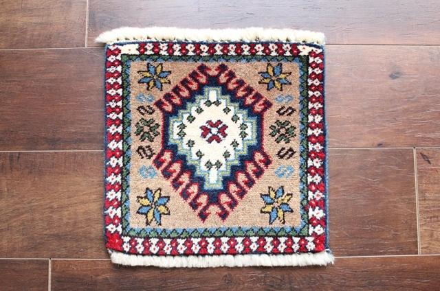 【送料無料】ヤラメのミニ絨毯(約30×30cm) 109