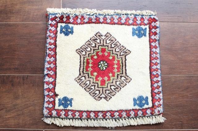 【送料無料】ヤラメのミニ絨毯(約30×30cm) 112