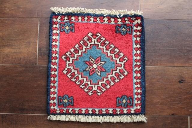 【送料無料】ヤラメのミニ絨毯(約30×30cm) 113