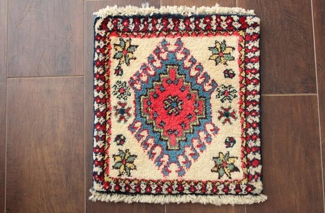 【送料無料】ヤラメのミニ絨毯(約30×30cm) 195