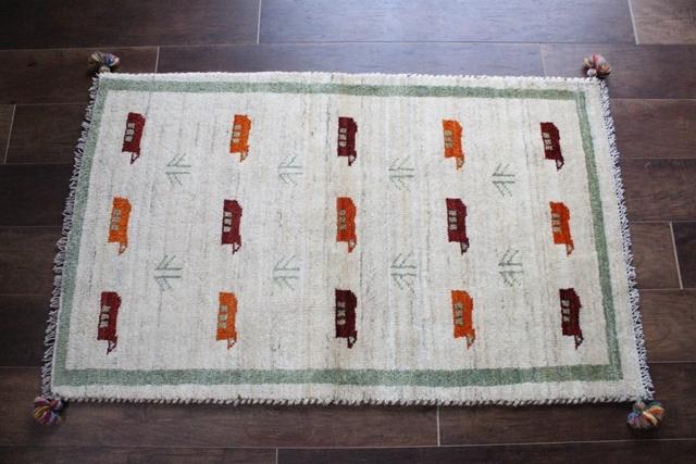 遊牧民のじゅうたん ギャッベ(ラグサイズ小 121×74cm) 32