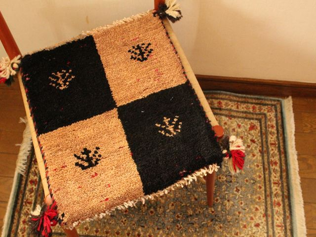 ギャッベ(正方形ミニサイズ) 遊牧民のじゅうたん 5055