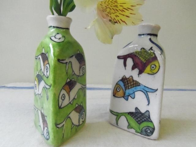 おさかな模様 陶器の花瓶(三角形) ZA462