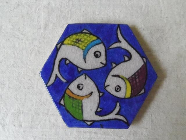 おさかな模様 陶器のタイル(六角形) ZA472