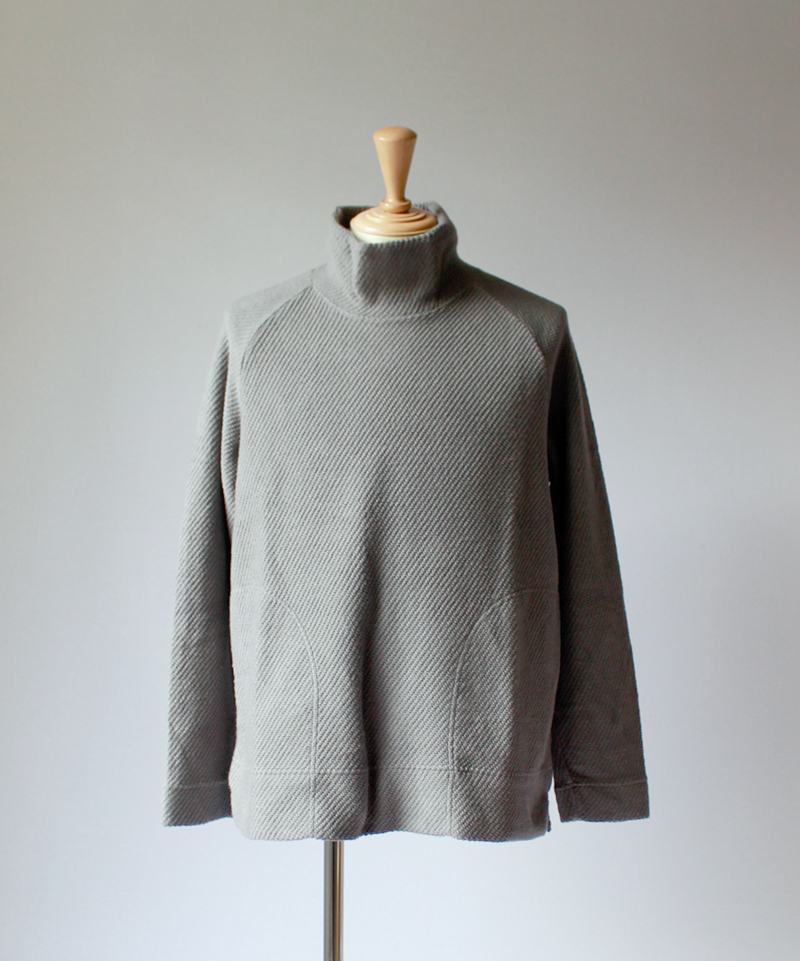 CURLY CLOUDY MOCK NECK gray