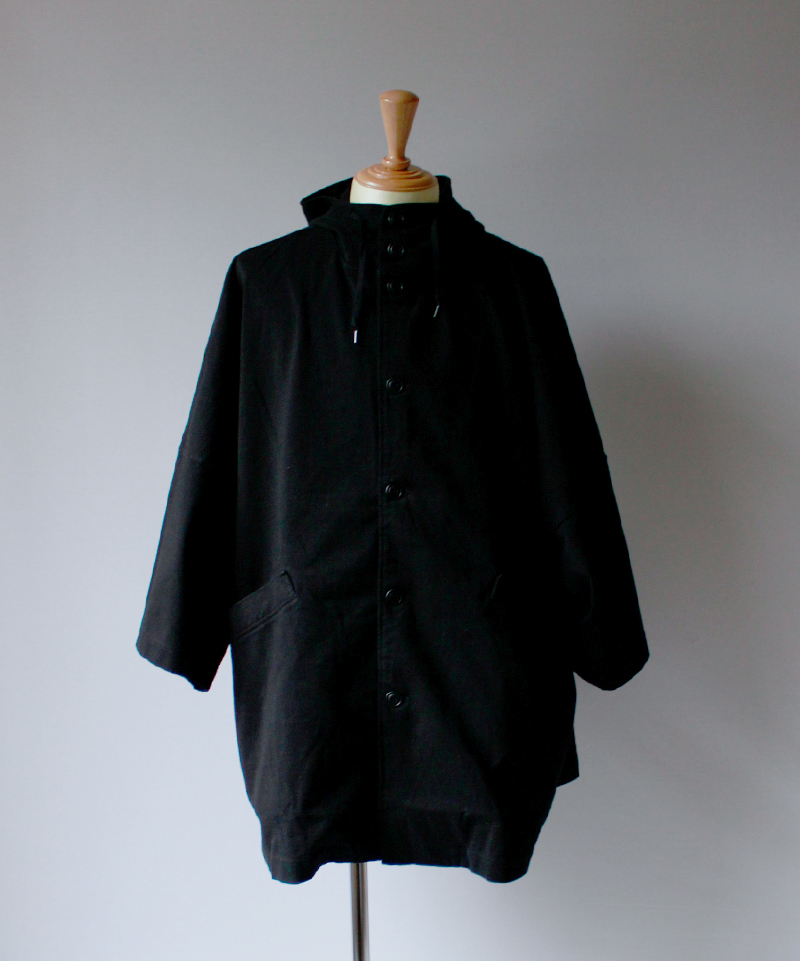 CURLY DELIGHT CAPE COAT black