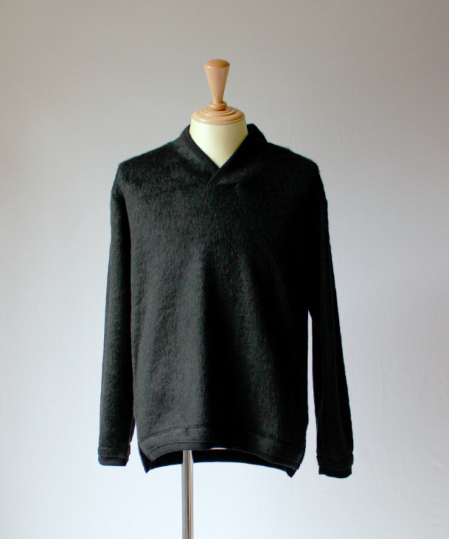 CURLY TRIM SHAGGY SWEATER black