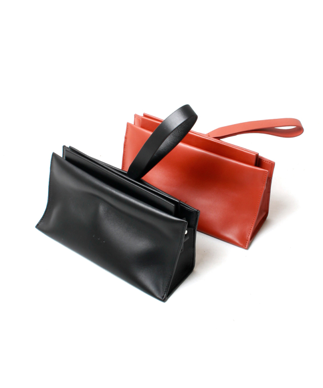 AESTHER EKME SLOPE CLUTCH black