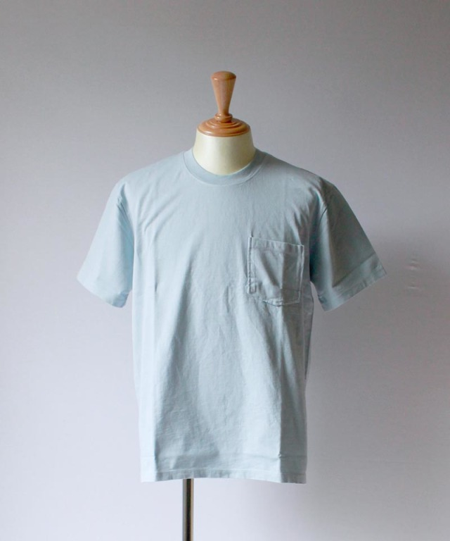 CURLY HELICAL POCKET SS TEE lt.blue