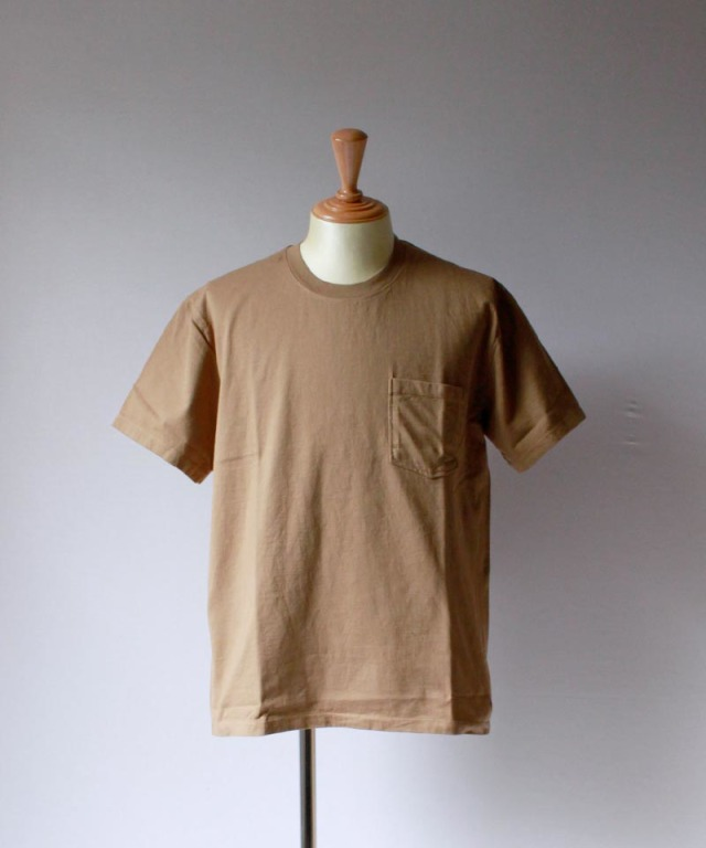 CURLY HELICAL POCKET SS TEE camel