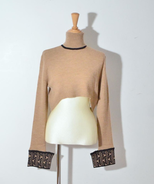 TAN CARVE CUFFS T/N SHORT PO beige