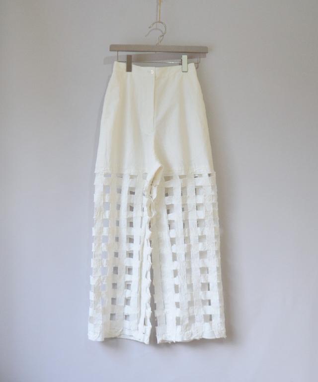 ERiKO KATORi Tape embroidery pants WHT