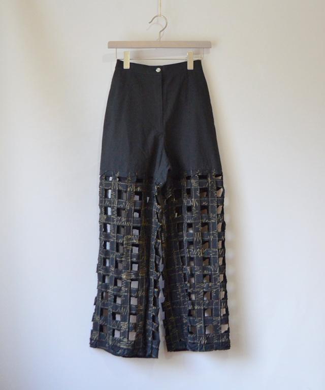 ERiKO KATORi Tape embroidery pants BLK