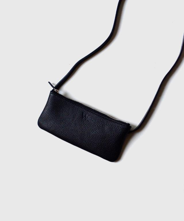 PIENI/A W BLACK
