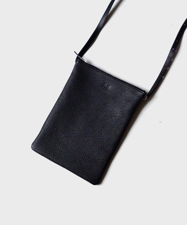 PIENI/A A4 BLACK