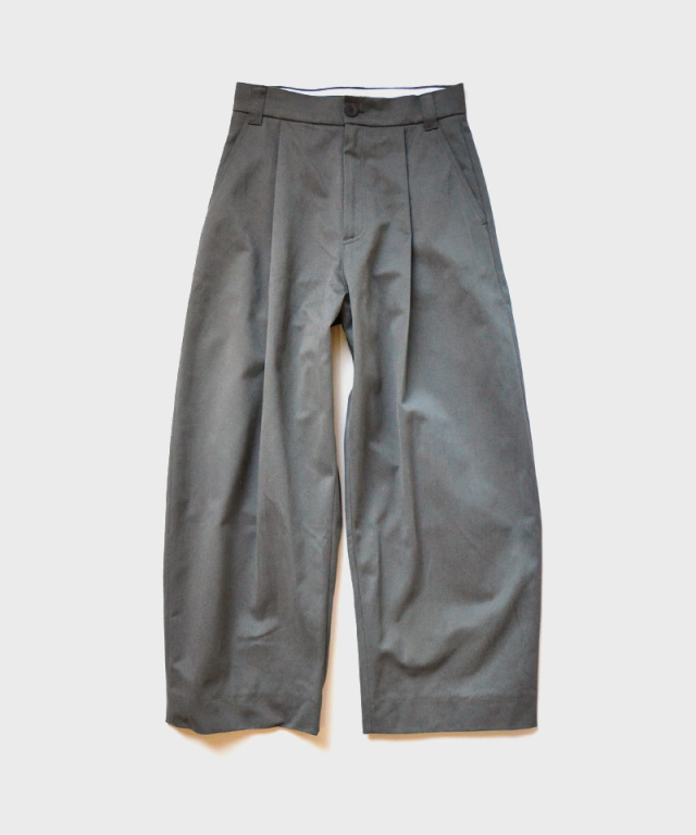 STUDIO NICHOLSON PEACHED COTTON TWILL VOLUME PLEAT PANT KELP
