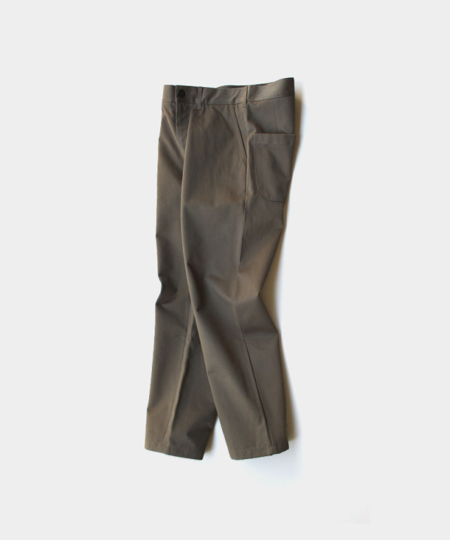 STUDIO NICHOLSON PEACHED COTTON TWILL FLAT FRONT TAPERED PANT ARMY GREEN