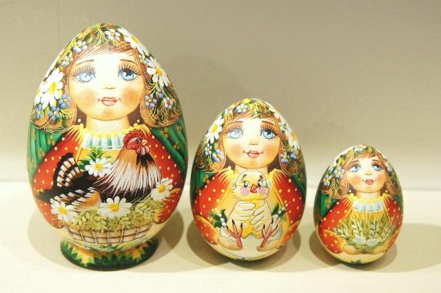アンナ・バスカーカヴァ作 卵型マトリョーシカ<花の妖精とニワトリとヒヨコ> 3ピース/ 12cm