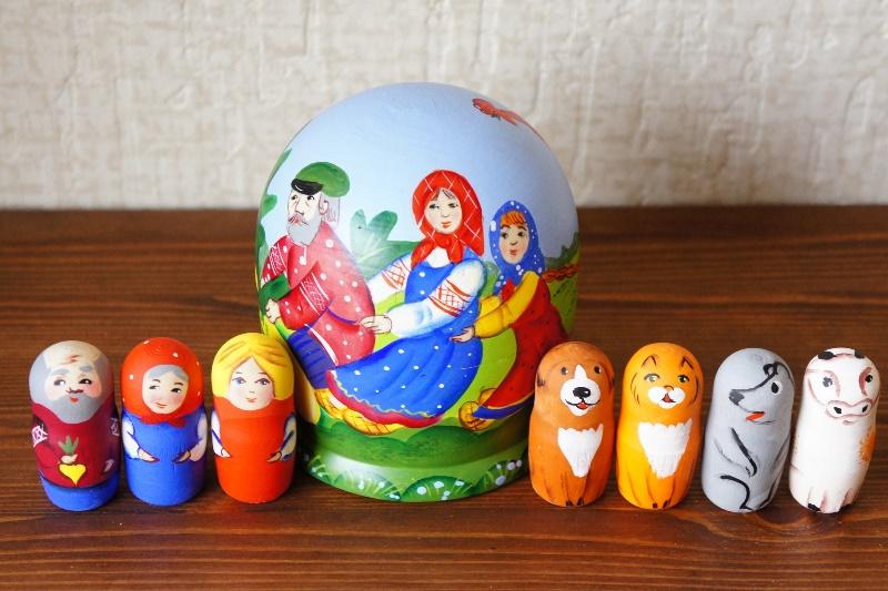ニキーチン工房作 ロシア民話「おおきなかぶ」 ドーム型マトリョーシカ(S) 人形7+箱1ピース/10.5cm