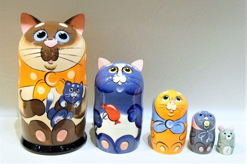 ネコの親子 マトリョーシカ<シャムネコ・子ネコ> 5ピース Lサイズ/17cm