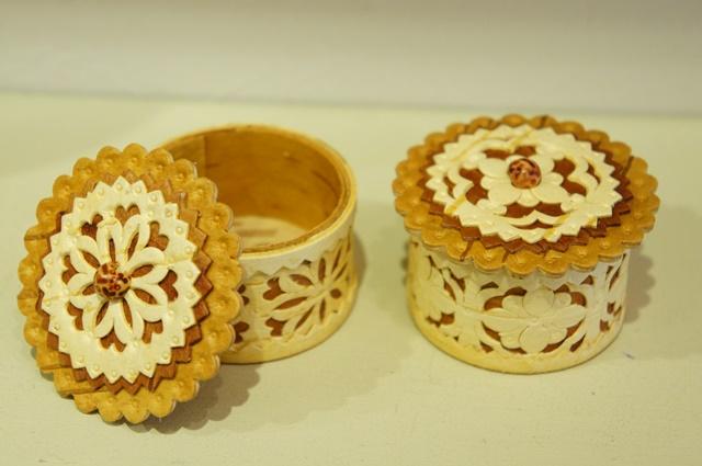 白樺工芸 ベレスタ 円形 多重タイプ透かし彫り小箱 2種 φ5.5×h3.8cm