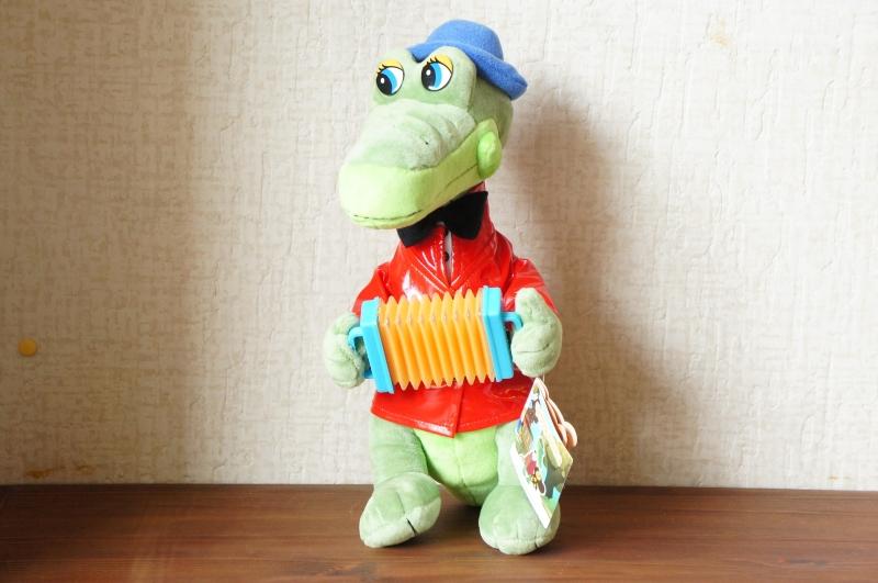 ロシア語で歌を歌います! ワニのゲーナぬいぐるみ Lサイズ / 33cm