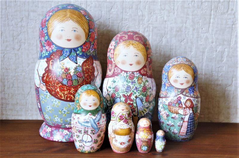 ダノーヴァ作 民族衣装マトリョーシカ 5ピース <白ずきんちゃん/ニワトリと卵と花> / 18.5cm【送料無料】