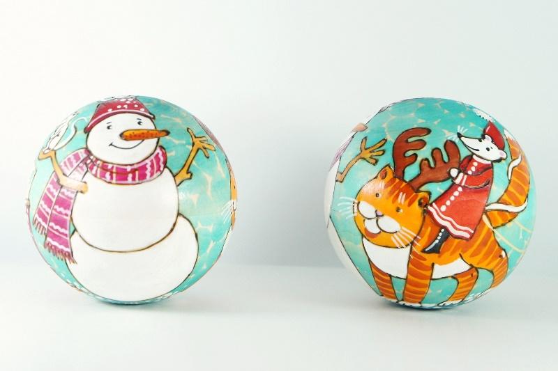 ドゥビニッチ作 ウッドバーニング・球形ネヴァリャーシカ(起き上がりこぼし) Lサイズ <雪だるまとネコとネズミ> /9.5cm