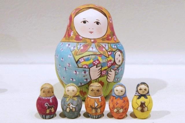 エレーナ・ドミートリエヴァ作 ペイントマトリョーシカ 5+1ピース <お母さんとこどもたち> 2種類/ 7.7cm 【送料無料】