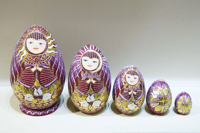 フィラートヴァ作 「祈り」キラキラ!卵型マトリョーシカ 5ピース<エンジ> / 14.5cm 【送料無料】
