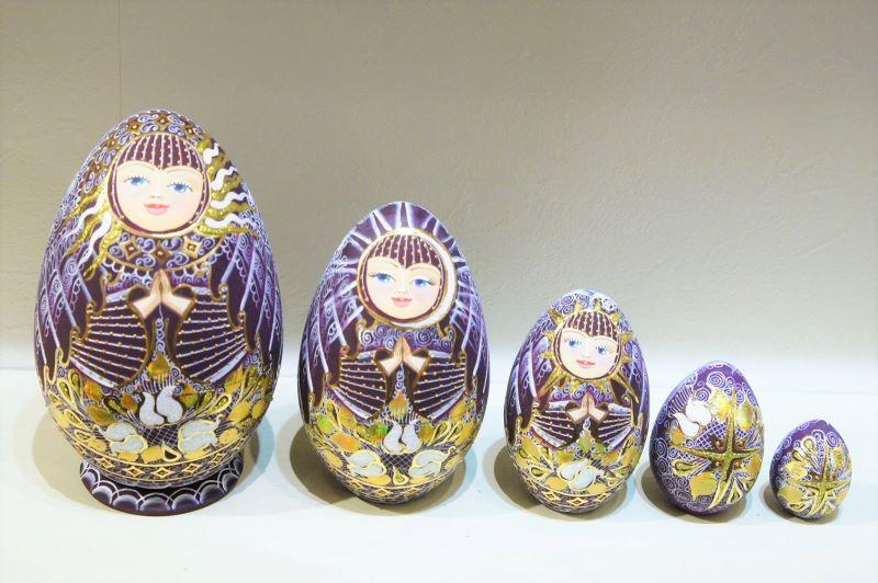 フィラートヴァ作 「祈り」キラキラ!卵型マトリョーシカ 5ピース<バーガンディー> / 14.5cm 【送料無料】