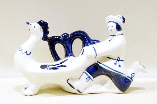 ソビエト時代ヴィンテージ!グジェーリ陶器人形 ニワトリを追いかける男性 /14.5×8.5cm