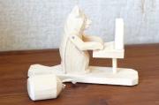 バガロツカエ・木のからくりおもちゃ コンピュータを使うクマ